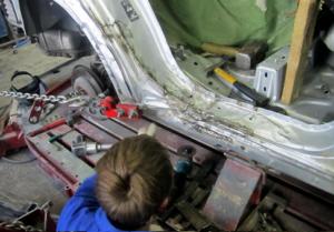 Восстановление разорванных деталей кузова